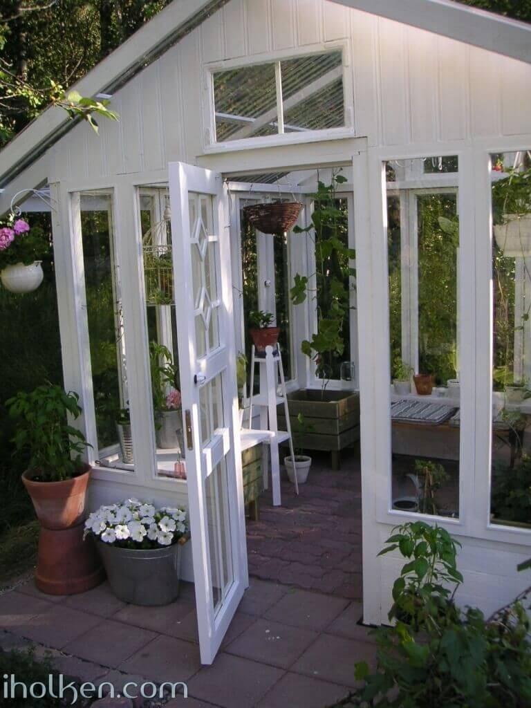 Kasvihuone vanhoista ikkunoista